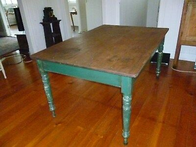 Pine Colonial Style Dining Table with 6 Matching Chairs