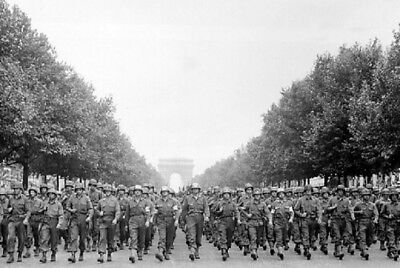 American Troops Marching in Paris Victory Parade 4x6 WWII WW2 Photo 124
