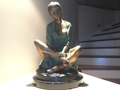 bronze sculpture statue