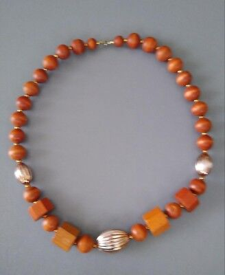 Wooden necklace Brown. Great condition. Can't find it anywhere else.