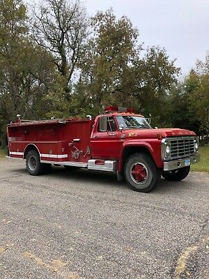 1979 Ford F800 custom cab 1979 F800 429 5&2 Red Fire Truck