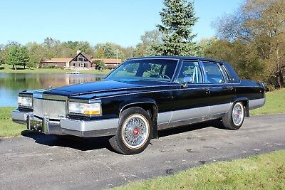 1991 Cadillac Brougham  ONE SENIOR OWNER WITH ONLY 63K MILES NEW VOGUE TIRES NO ACCIDENTS CLEAN CARFAX