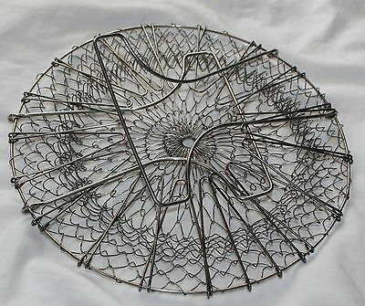 Vintage Metal Wire Collapsible Hand Held Egg Basket Carrier!