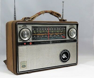 VTG RARE MODEL UNIC Radio P991A NOT COMMON  General Electric Solid State AFC/FM