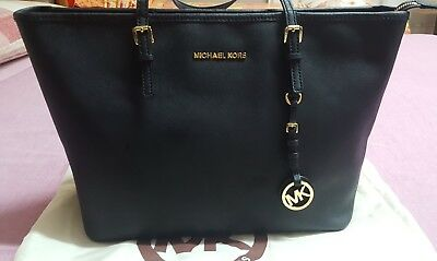 653bbc54f7 BORSA SHOPPING MICHAEL Kors Jet Set Travel in pelle saffiano nera ...