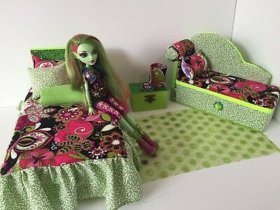 Monster High furniture Bedroom set:Venus Mcflytrap.Bed,sofa,lamp,wood Box