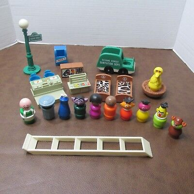 Vintage Fisher Price Little People Play Family #938 Sesame Street 21 Pieces Lot