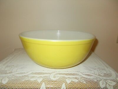 Vintage Pyrex #404 Primary Yellow Large Nesting Mixing Bowl - 4 Quart