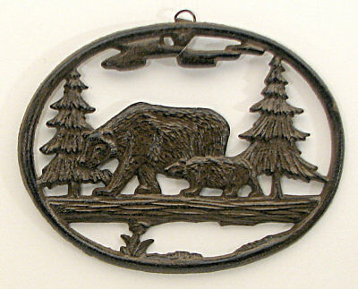 "Small Bear Family Scene Cast Iron Cutout 8-1/4"" Wall Plaque Country Lodge Decor"