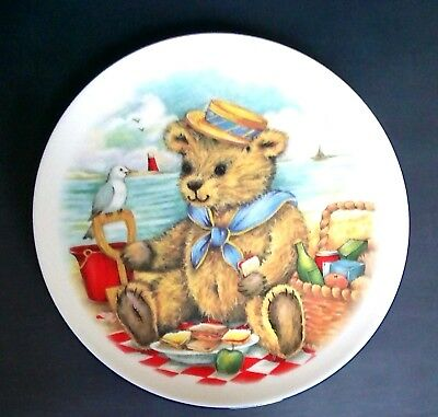Royal Vale Collectible Teddy Bear At The Beach Wall / Display Plate, Excellent