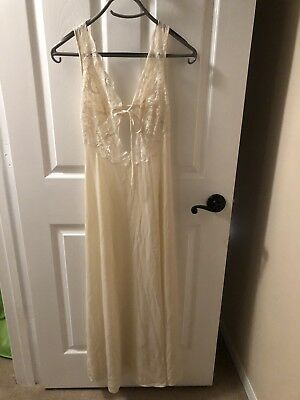 Vintage 1970's Blanche Ralph Montero Long Cream W/ Lace Nightgown P Xs?