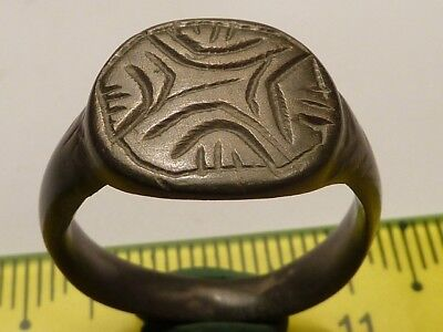 2832	Ancient Roman billon ring with a cross, 18 mm.