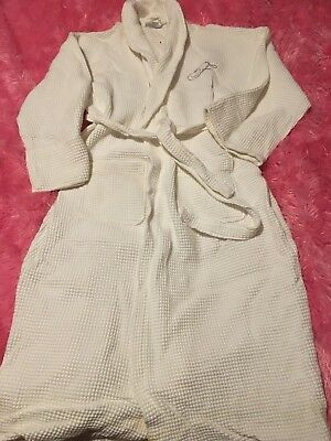 LUXURY FRASERS SUITES WHITE ROBE 100% COMBED COTTON  FREE POST (F34,f35)