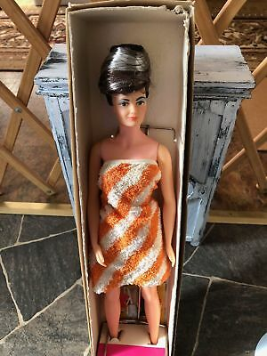 Lisa Littlechap  Mom  Remco - 1964 In Original Box With Booklet And  Stand
