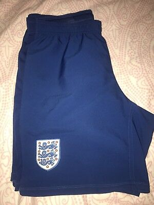 Mens England Umbro Football shorts - Size Medium - Great condition