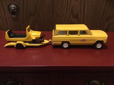 Vintage Tonka Jeep Wagoneer With Snowmobile And Trailer Yellow 1960's.