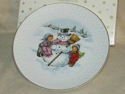 "AVON 1986 Christmas Porcelain Plate A Child's Christmas 8"" 22kt Gold Trim MIB"