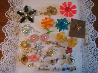 Vintage Estate Jewelry Lot Of Flower Brooches Earrings Necklaces