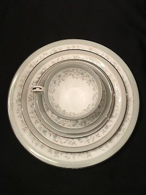 Noritake China Japan 5918 Meredith 5 piece place setting service for one