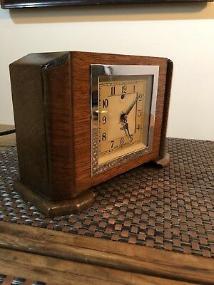 Antique Electric Mantle Clock . Art Deco Smith Sectric Solid Oak Case . GWO
