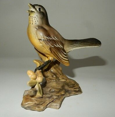 Realistic E-738 Robin Bird Figurine Inarco Japan with label China Porcelain    B