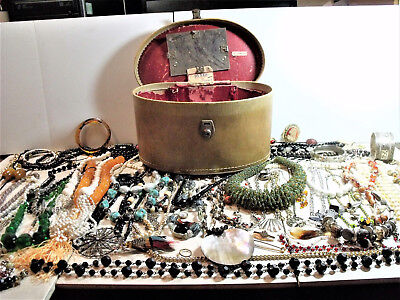 Large Job Lot Of Vintage Costume Jewellery Necklaces Brooches Bangles Etc & Case
