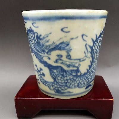 Chinese Blue and white porcelain Hand Painted Cyan dragon pattern cup      L726