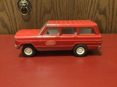 Vintage Tonka Pressed Steel Jeep Wagoneer Red 1960's In Good Condition.