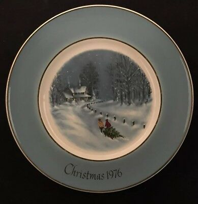 Avon 1976 Christmas Plate Bringing Home The Tree 3rd Edition Enoch Wedgewood