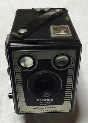 Kodak Vintage Box Brownie Camera Six-20 Model D With Carry Leather Case