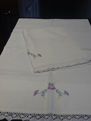 Pair of vintage embrodered pillowcases with cotten lace edge