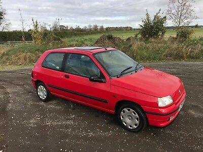 1995 Renault Clio 1.4 automatic  (not Williams,barn find)very low mileage!!