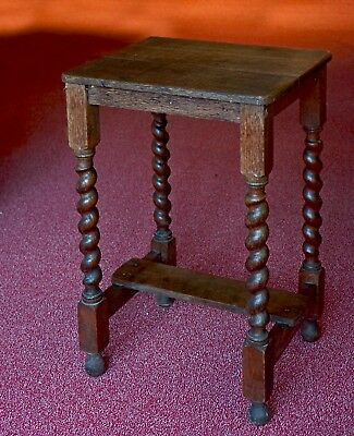 Side table with turned legs in solid oak