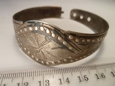 2133	Ancient Late Medieval silver bracelet with a clasp 59 mm.