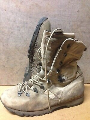 Size 10 Desert Altberg military boots!very good condition!loads Of Tread
