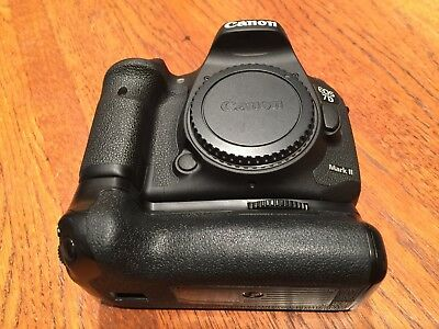 Canon EOS 7D Mark II 20.2MP Digital SLR Camera (Body Only) WITH BATTERY GRIP