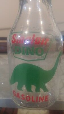 Sinclair Dino 1 Qt. Glass Motor Oil Bottle with Tin Master Mfg. Co. Spout & Cap