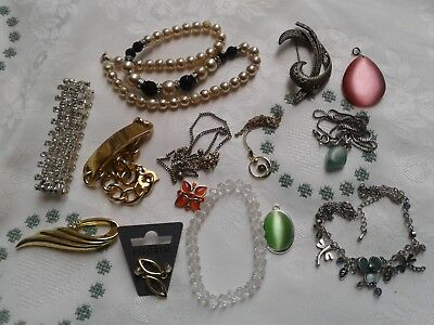 A Job Lot Of 13 X  Vintage Items Of Jewellery For Wear
