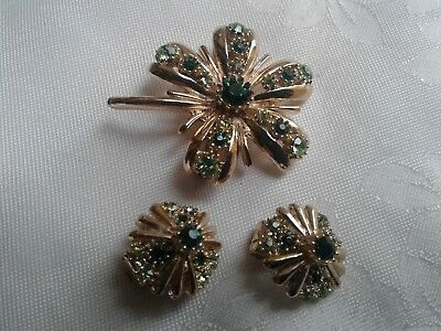 A Pretty Vintg Gold Tone 2 X Tones Green Glass Rhinestone Brooch With Matching E