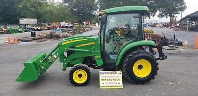 2011 John Deere 3520 Compact Tractor W/Loader And Cab