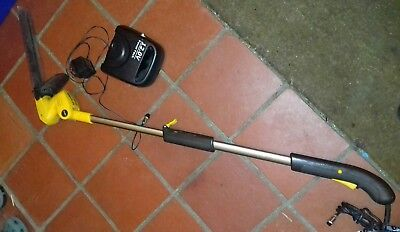 Gtech Cordless Hedge Trimmer HT01 Telescopic 12v charger and faulty Battery