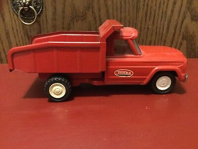"""VIntage Tonka Jeep Dump Truck Collectible Pressed Metal Red 1960's 9.5"""" Long."""