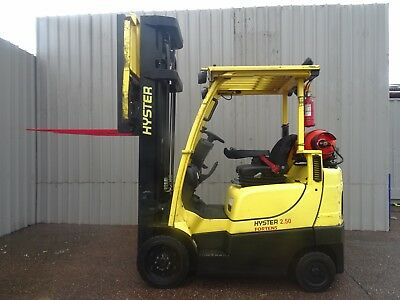 HYSTER S2.5FT. 6300mm LIFT. USED GAS FORKLIFT TRUCK. (#2202)