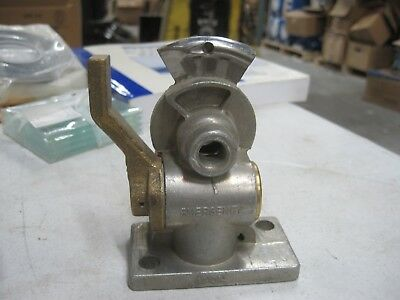 Velvac Flange Mount Emergency Gladhand with Shut-off #035152