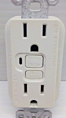 Pass /& Seymour 15A GFCI Outlet w// Nightlight Grounding LED Black 1595-NTLBKCC4