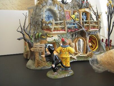 Department 56 Snow Village Haunted Fun House 55094   Animation + extra item