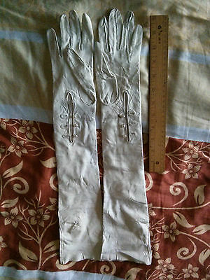 Vintage Gant Perrin Ivory Color Kid Leather Gloves, Table Cut, Size 6.5, France