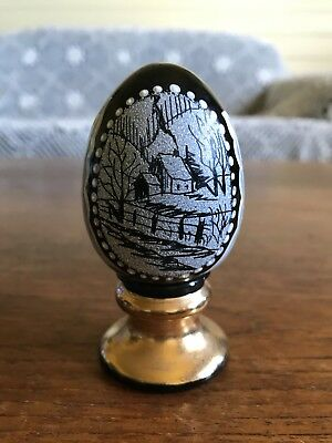 Fenton Limited Edition Hand Painted Art Glass Egg Signed D Fredrick #686/1500