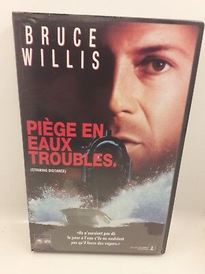 """Cassette Vhs """" Piege In Waters Disorders"""" New"""