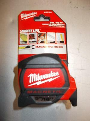 Milwaukee 5M/16' Magnetic Tape Measure With Finger Stop 48-22-7216